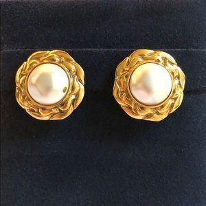 Vintage Chanel Mabe Pearl Earrings